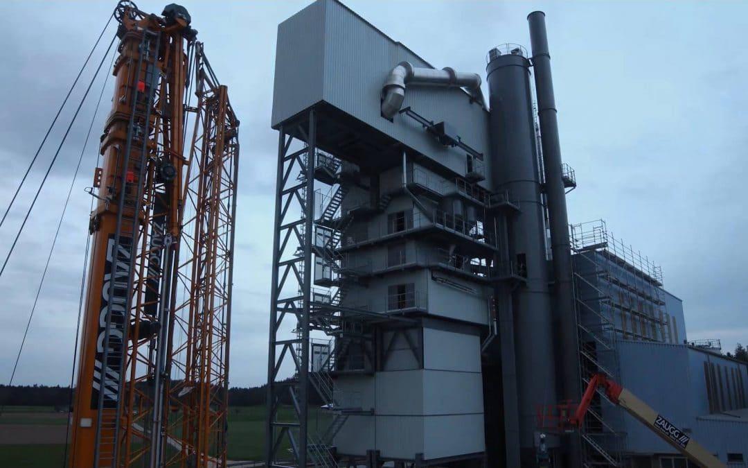 Installation einer Asphaltmischanlage im Zeitraffer